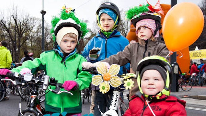 Kinder am Rad