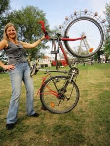 Wiens coolstes Fahrrad-Foto: Susanne Zrnka und ihr Riesen-Rad