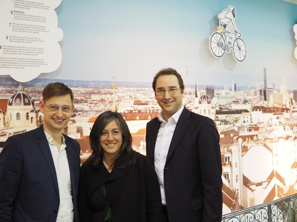 Radverkehrsbeauftragter Martin Blum, Vizebürgermeisterin Maria Vassilakou und der Österreichische Botschafter Nikolaus Marschik bei der Berliner Fahrradschau (v. l. n. r.)