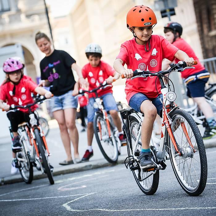 Viele junge motivierte Teilnehmer im Rahmen der Aktion Kinderradspaß.