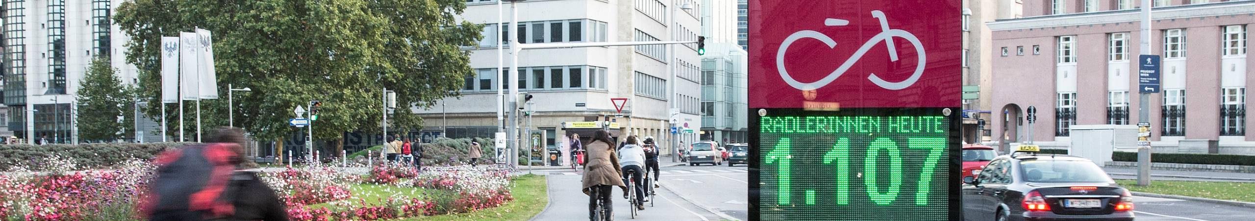 Die Zählstelle am Opernring zeigt schon vormittags mehr als 1000 RadfahrerInnen an.