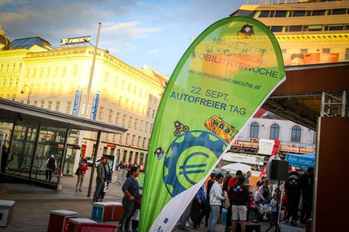 Werbefahne/Beachflag für die Europäische Mobilitätswoche 2016. Foto Christian Fürthner