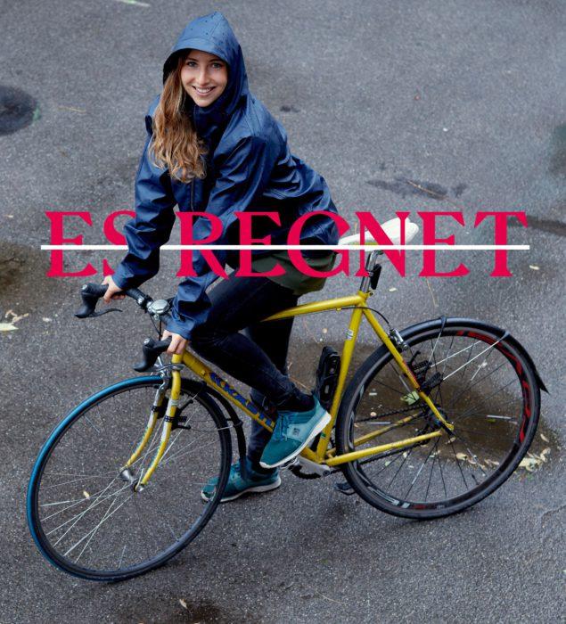 Florentina fährt auch bei Regen mit dem Rad, mit der entsprechenden Kleidung. #warumfährstDUnicht. Foto: Ian Ehm