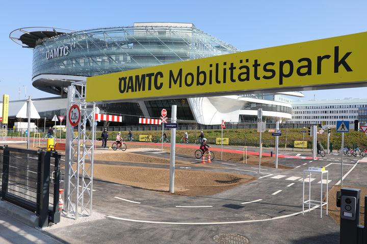 ÖAMTC Mobilitätspark in der Baumgasse bei Erdberg. Kinder trainieren im Schonraum das Fahrradfahren und üben die Verkehrsregeln. Foto ÖAMTC/APA-Fotoservice/Schedl