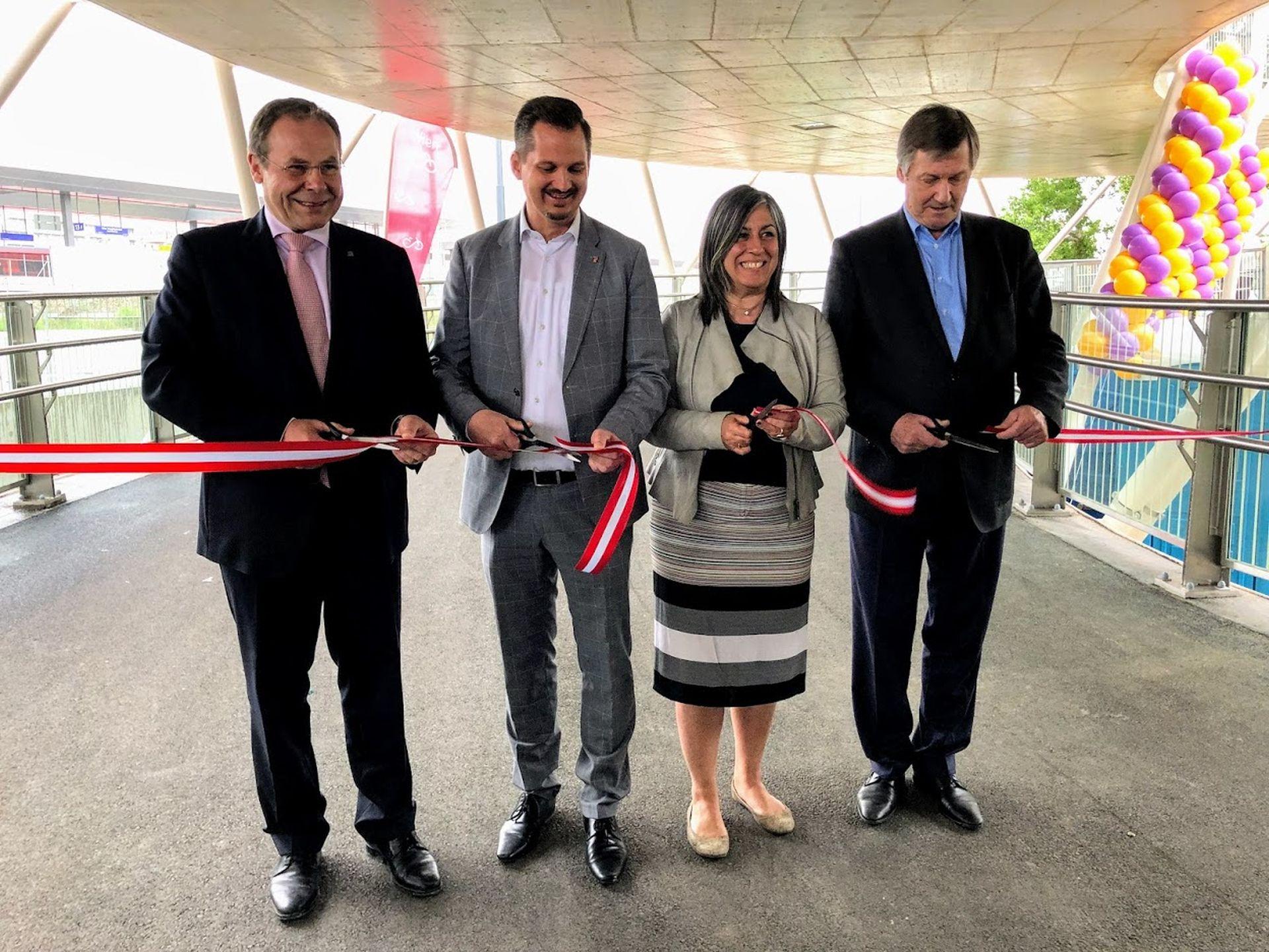 Eröffnung der Südbahnhofbrücke durch Vizebürgermeisterin Maria Vassilakou und die Bezirksvorsteher von Favoriten und Landstraße.