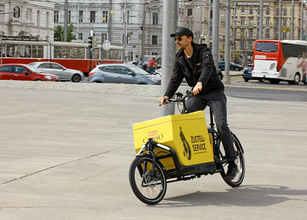Lastenräder liefern nun Einkäufe vom Billa Corso im Herrenhuterhaus.