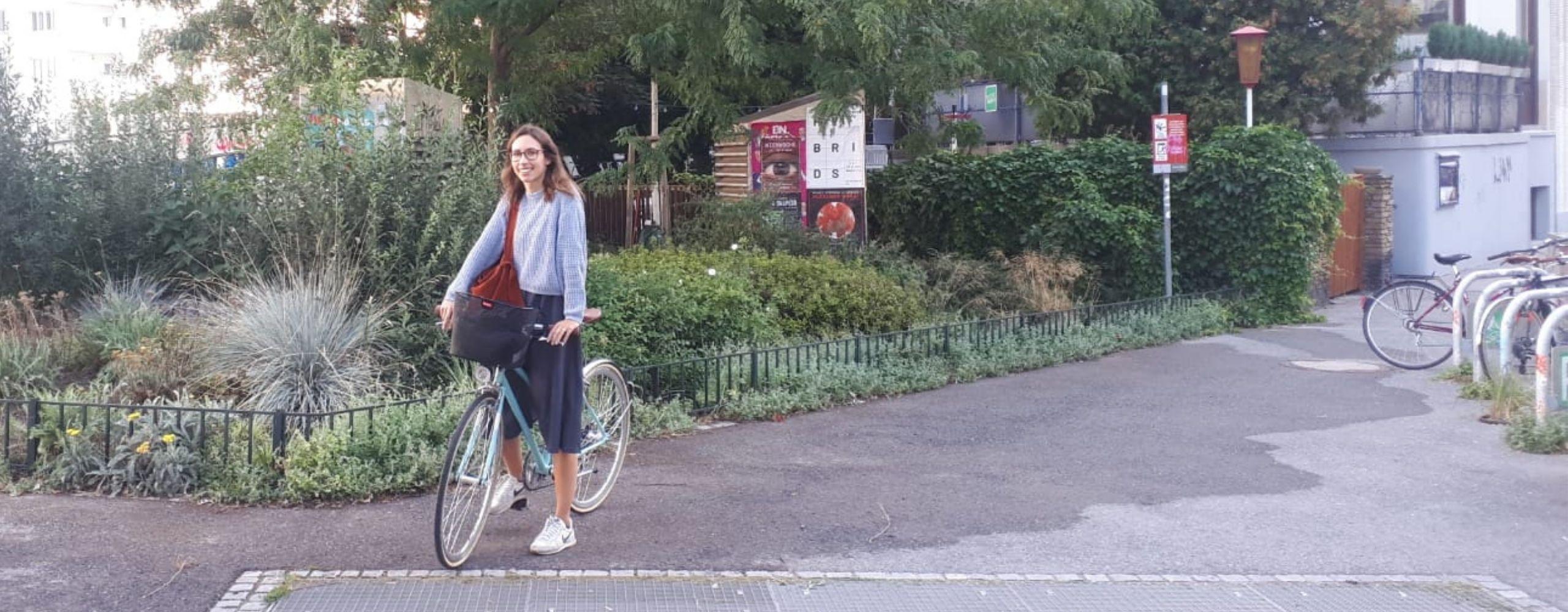 Andrea mit ihrem Fahrrad