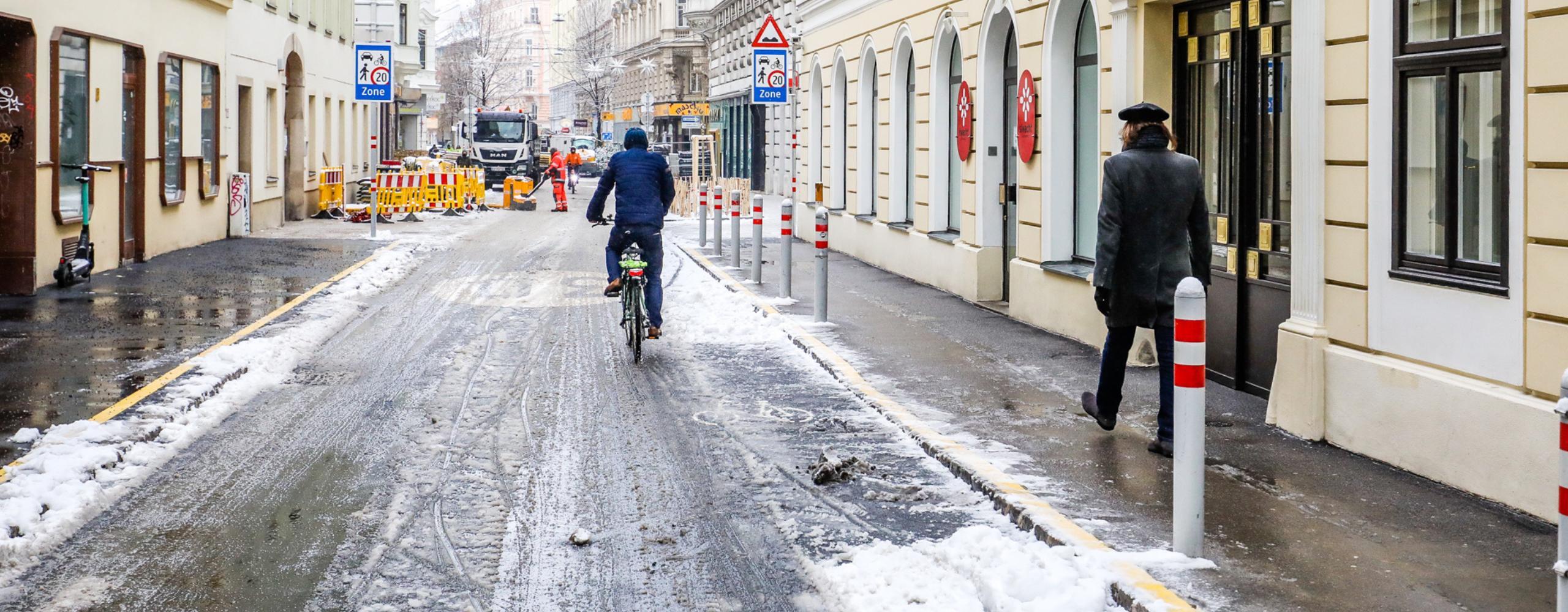 Radfahrer fährt in den Lindengasse regulär gegen die Einbahn. Copyright: MA28/Christian Fürthner
