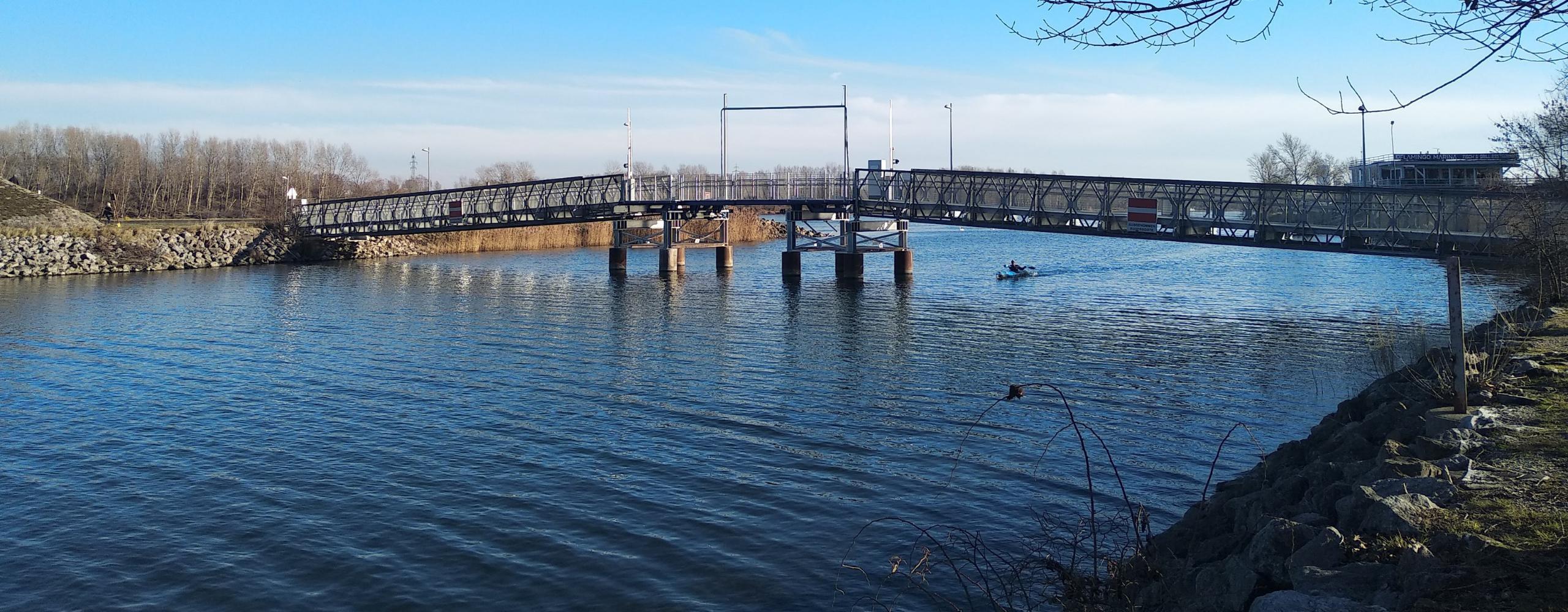 Brücke beim Kuchelauer Hafen