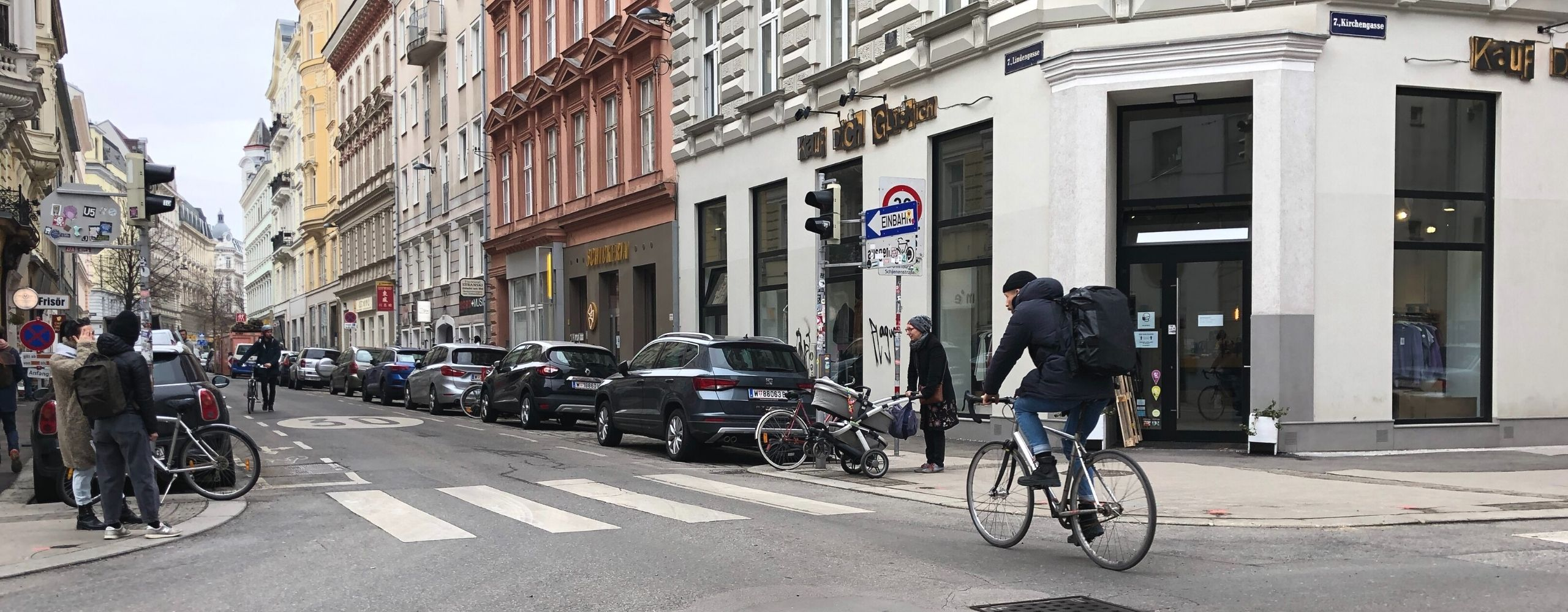 Radfahrer an der Kreuzung Kirchengasse und Lindengasse