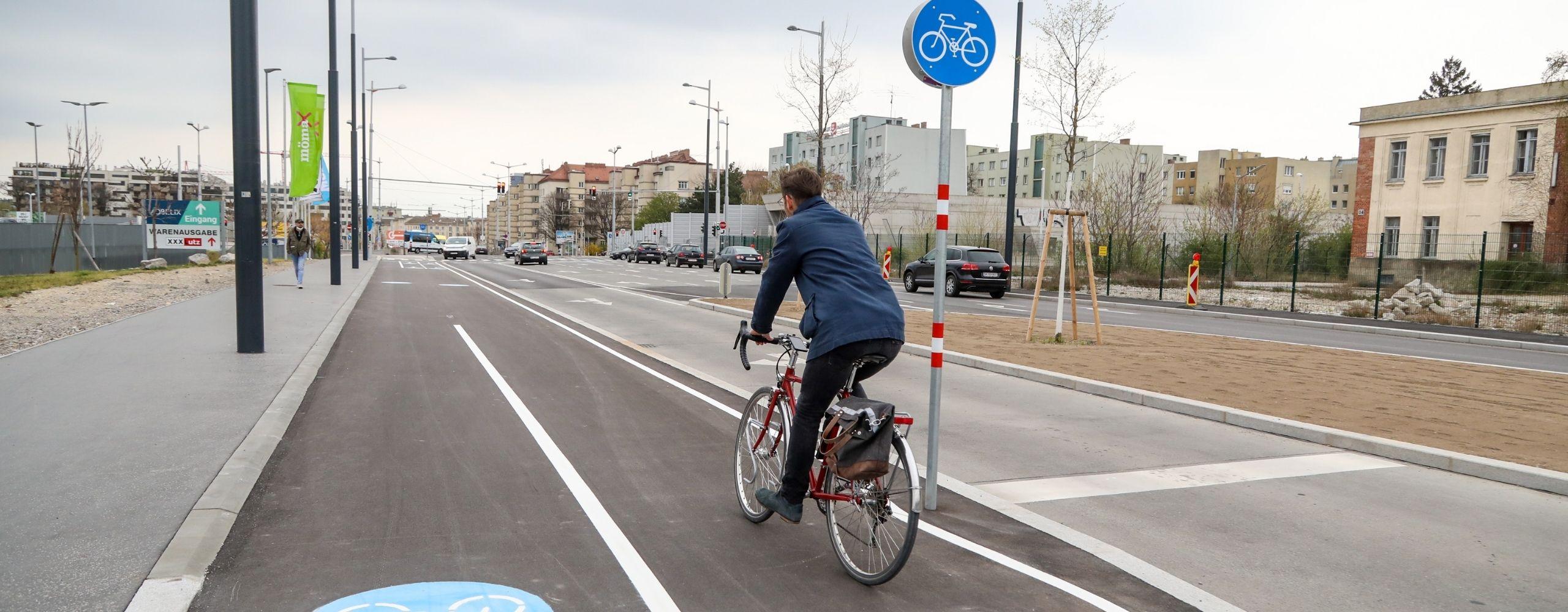 Radfahrer in der Franz-Grill-Straße, © PID/Christian Fürthner