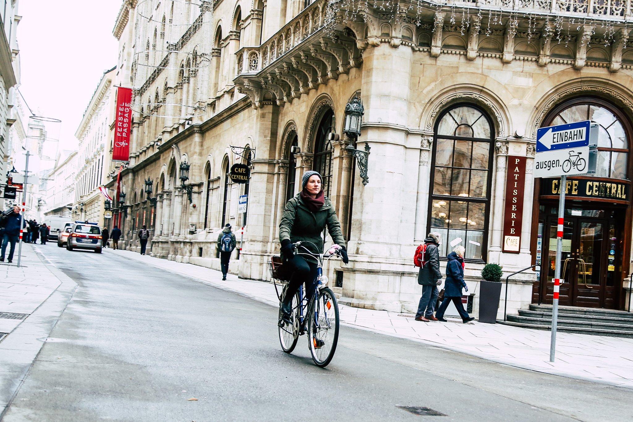 Radfahrerin auf der Herrengasse