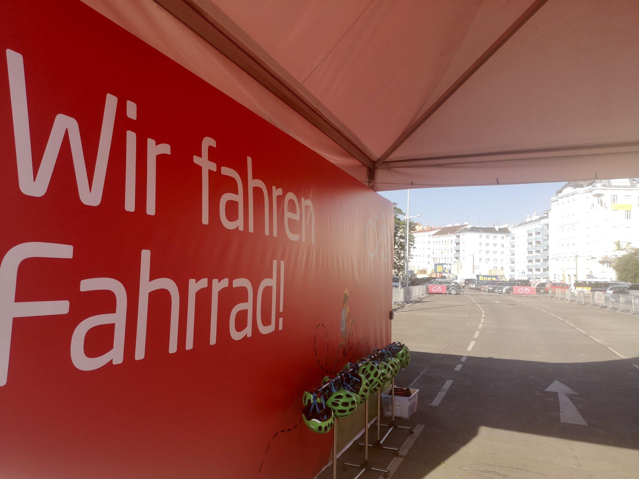 Zelt am Radübungsplatz Naschmarkt, dieser ist noch leer