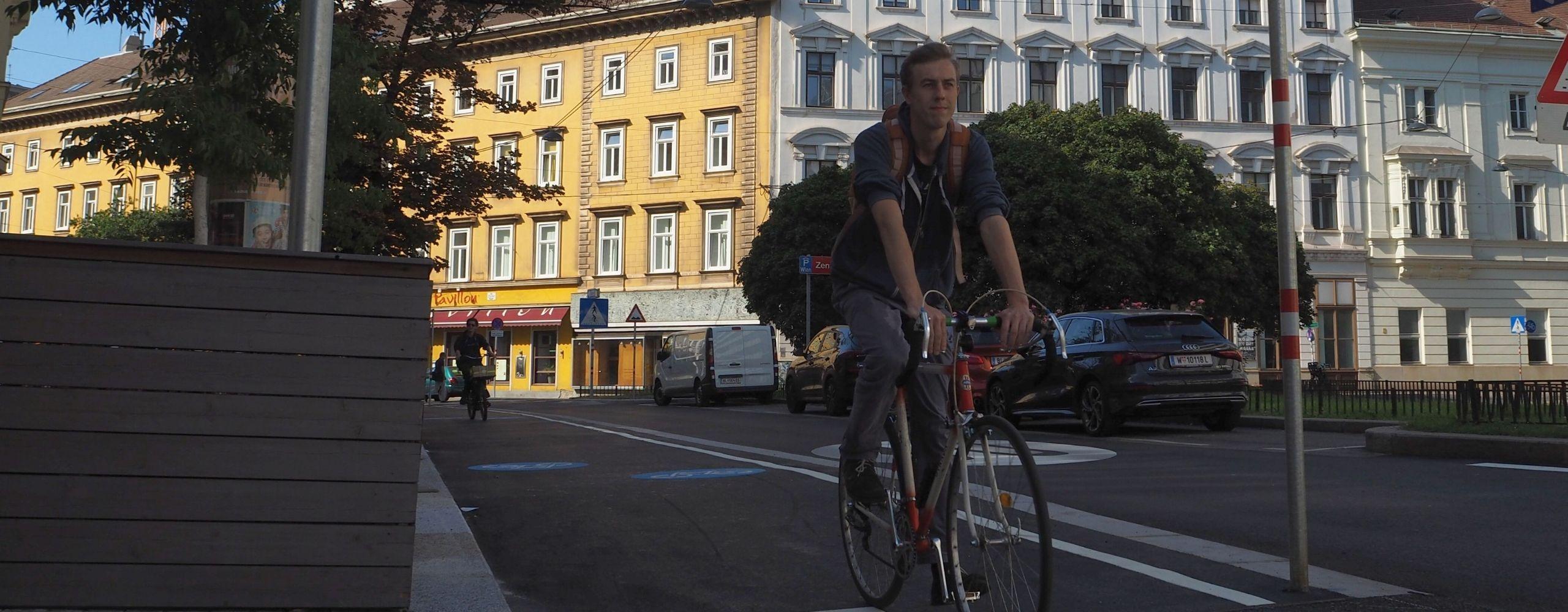 Radfahrer am neuen Radweg in der Favoritenstraße